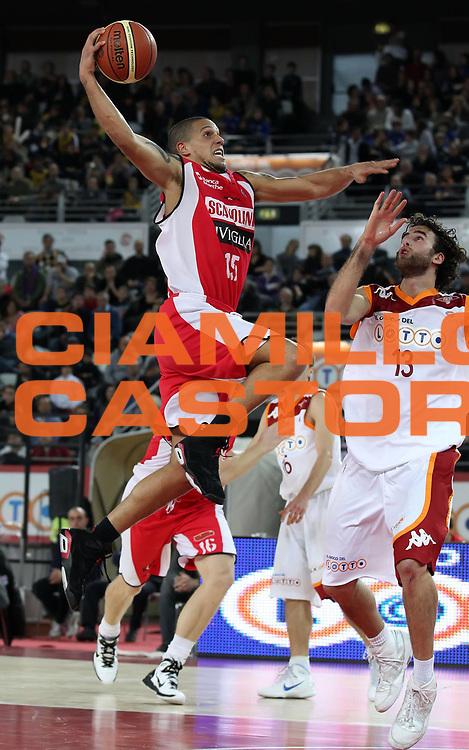 DESCRIZIONE : Roma Lega A 2010-11 Lottomatica Virtus Roma Scavolini Siviglia Pesaro<br /> GIOCATORE : Daniel Hackett<br /> SQUADRA : Scavolini Siviglia Pesaro<br /> EVENTO : Campionato Lega A 2010-2011 <br /> GARA : Lottomatica Virtus Roma Scavolini Siviglia Pesaro<br /> DATA : 30/01/2011<br /> CATEGORIA : penetrazione tiro<br /> SPORT : Pallacanestro <br /> AUTORE : Agenzia Ciamillo-Castoria/ElioCastoria<br /> Galleria : Lega Basket A 2010-2011 <br /> Fotonotizia : Roma Lega A 2010-11 Lottomatica Virtus Roma Scavolini Siviglia Pesaro<br /> Predefinita :
