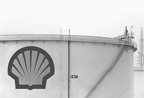 Nederland, Rotterdam, 20-10-1985Een opslagtank voor olie of olieproducten op het bedrijfsterrein van oliemaatschappij Shell.Foto: Flip Franssen/Hollandse Hoogte