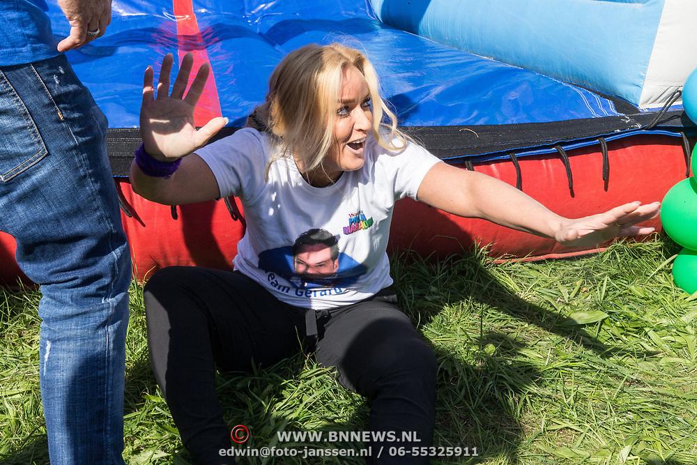 NLD/Amsterdam/20180925 - BN'ers over stormbaan voor metabole ziekte, Samatha Steenwijk gaat van de glijbaan