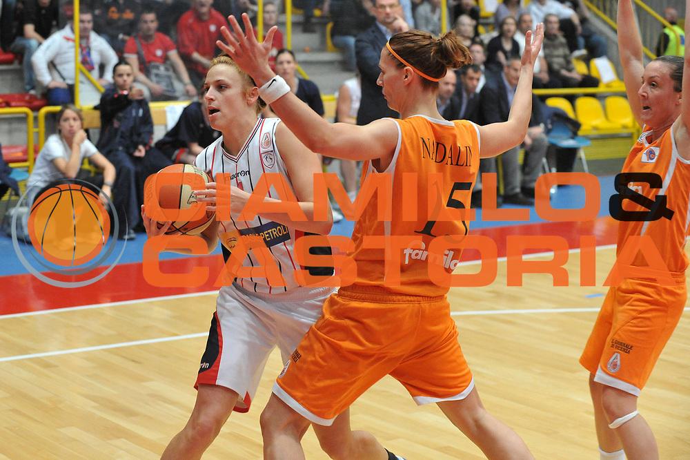 DESCRIZIONE : Schio LBF Playoff Finale Gara 3 Famila Wuber Schio Cras Basket Taranto<br /> GIOCATORE : Marie Mahoney<br /> SQUADRA : Famila Wuber Schio Cras Basket Taranto<br /> EVENTO : Campionato Lega Basket Femminile A1 2010-2011<br /> GARA : Famila Wuber Schio Cras Basket Taranto<br /> DATA : 05/05/2011 <br /> CATEGORIA : Fallo<br /> SPORT : Pallacanestro <br /> AUTORE : Agenzia Ciamillo-Castoria/M.Gregolin<br /> Galleria : Lega Basket Femminile 2010-2011<br /> Fotonotizia : Schio LBF Playoff Finale Gara 3 Famila Wuber Schio Cras Basket Taranto<br /> Predefinita :
