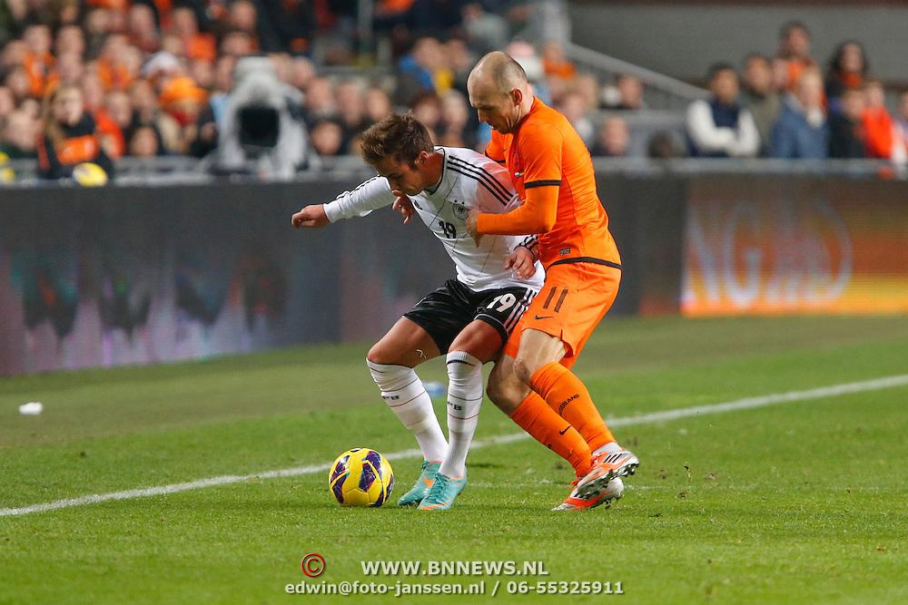 NLD/Amsterdam/20121114 - Vriendschappelijk duel Nederland - Duitsland, Mario Gotze in duel met Arjen Robben