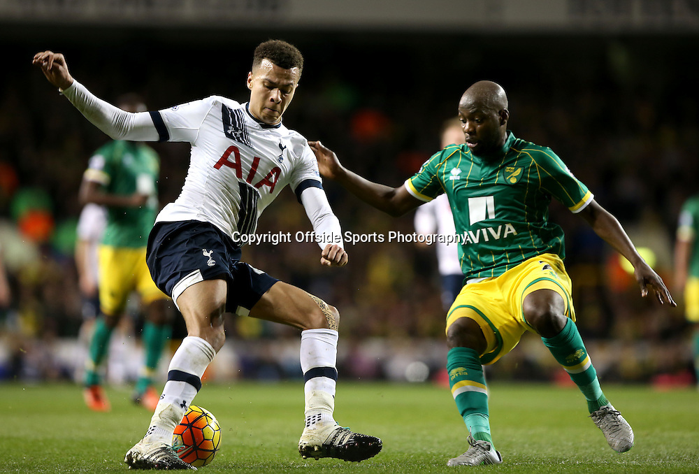 26 December 2015 - Premier League - Tottenham Hotspur v Norwich City<br /> Dele Alli of Spurs and Youssuf Mulumbu of Norwich battle for the ball<br /> Photo: Charlotte Wilson / Offside