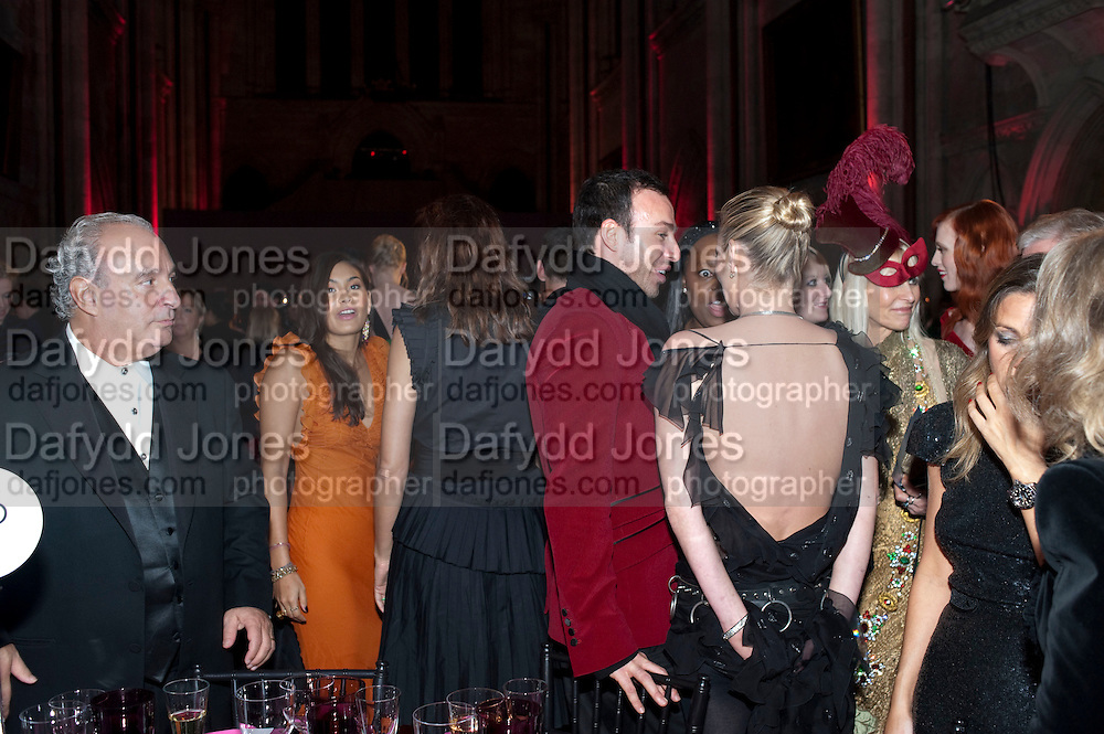 KATE MOSS; ALEXIS ROCHE, British Fashion awards 2009. Supported by Swarovski. Celebrating 25 Years of British Fashion. Royal Courts of Justice. London. 9 December 2009