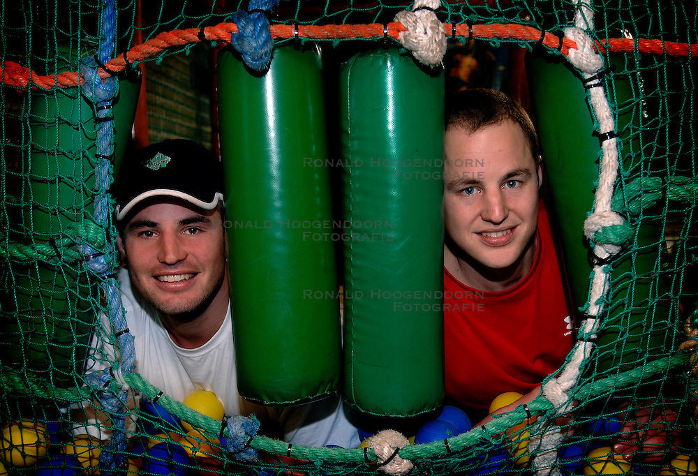 22-03-2007 VOLLEYBAL: PORTRET GIJS EN BRAM RONNES: ALSMEER<br /> Reportage van Bram en Gijs Ronnes in The Beach <br /> &copy;2007-WWW.FOTOHOOGENDOORN.NL