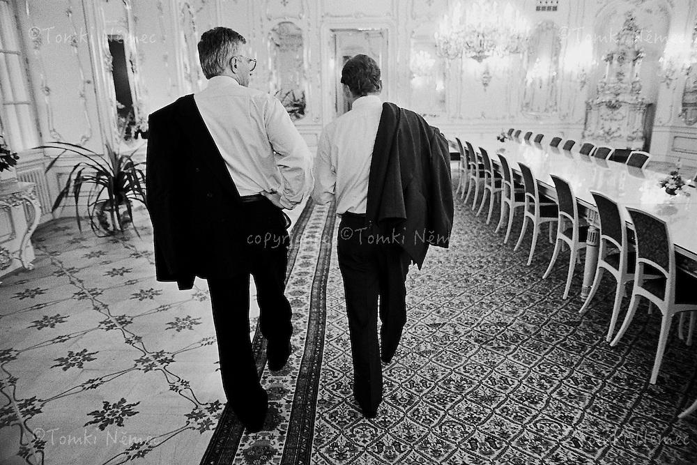 CSFR,Prague Castle,1992 - Prezident Havel v doprovodu predsedy vlady Vaclava Klause na Prazskem hrade