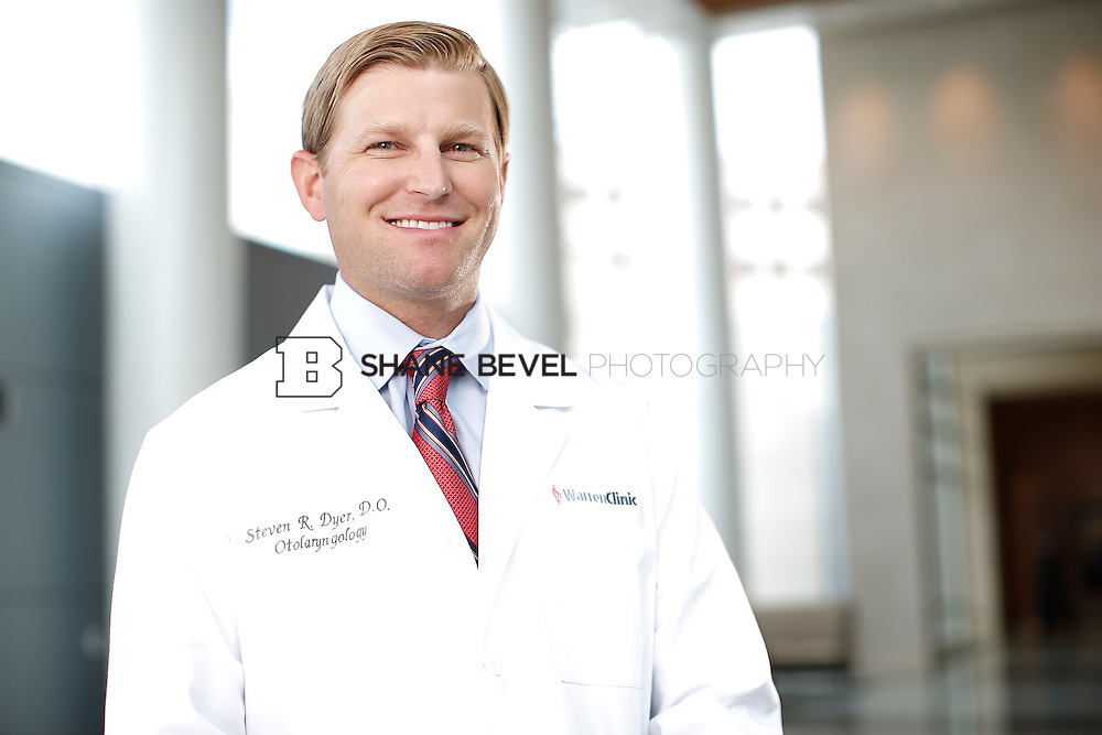7/22/15 3:21:48 PM -- Dr. Steven Dyer poses for a portrait. <br /> <br /> Photo by Shane Bevel