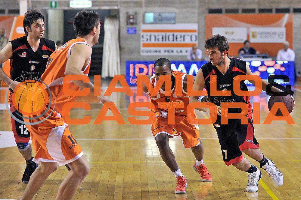 DESCRIZIONE : Udine Lega A2 2010-11 Snaidero Udine Immobiliare Spiga Rimini<br /> GIOCATORE : Giovanni Tommassini<br /> SQUADRA : Immobiliare Spiga Rimini<br /> EVENTO : Campionato Lega A2 2010-2011<br /> GARA : Snaidero Udine Immobiliare Spiga Rimini<br /> DATA : 06/05/2011<br /> CATEGORIA : Penetrazione<br /> SPORT : Pallacanestro <br /> AUTORE : Agenzia Ciamillo-Castoria/S.Ferraro<br /> Galleria : Lega Basket A2 2010-2011 <br /> Fotonotizia : Udine Lega A2 2010-11 Snaidero Udine Immobiliare Spiga Rimini<br /> Predefinita :