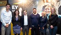 DEN HAAG - Max Caldas en Paul van Ass met Yolanda Valstar van Die en Caroline van den Berg van EY , Rogier Hoorn (l)  en Afke van der Wouw (r)  . KNHB Technisch Kader Congres ' Coach the game' bij EY in Den Haag. FOTO KOEN SUYK
