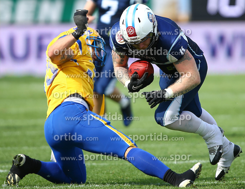 01.06.2014, NV Arena, St. Poelten, AUT, American Football Europameisterschaft 2014, Gruppe A, Finnland (FIN) vs Schweden (SWE), im Bild Marcus Christensson, (Team Sweden, DB, #33) und  Matias Sarvela, (Team Finland, RB, #39) // during the American Football European Championship 2014 group A game between Finland and Sweden at the NV Arena, St. Poelten, Austria on 2014/06/01. EXPA Pictures © 2014, PhotoCredit: EXPA/ Thomas Haumer