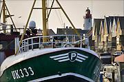 Nederland, Urk, 19-2-2015Vissersschip, de UK333 ligt in de haven van Urk aan het IJsselmeer. Op de achtergrond het centrum van het oude dorp en de vuurtoren.Foto: Flip Franssen/Hollandse Hoogte