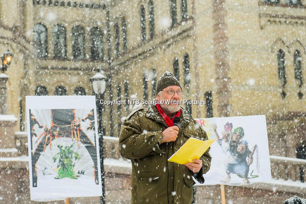 Oslo  20150110.<br /> Lars Gule under en markering mot religi&macr;st begrunnet terrorismearkering utenfor Stortinget l&macr;rdag i forbindelse med terrorangrepet i Paris onsdag.<br /> Foto: Fredrik Varfjell / NTB scanpix<br /> <br /> NTB Scanpix/Writer Pictures<br /> <br /> WORLD RIGHTS, DIRECT SALES ONLY, NO AGENCY