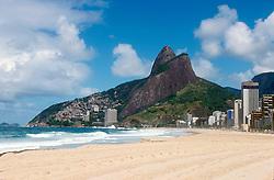 Rio de Janeiro, RJ, Brasil.  Julho/2004.Praia do Leblon e o morro Dois Irmaos./ Leblon Beach and Two Brothers Mount.Foto ©Marcos Issa/Argosfotos.