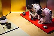 Japanese Traditional Ceremony Omotenashi - Tea ceremony, Shamisen-Japanese food {FR} Cérémonie Omotenashi reunissant les arts japonais - Cérémonie du thé, Shamizen, art de la table - Tokyo - Japan - February 2015