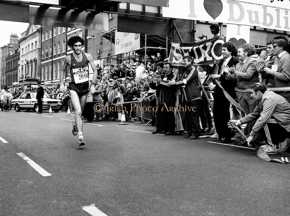 Gerry Kiernan of Listowel, Kerry, looking remarkably fresh as he wins the men's event at the Dublin City Marathon.<br />