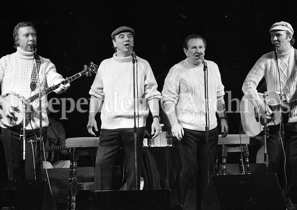 The Clancy Brothers and Tommy Makem in Concert at the National Stadium, Dublin, 24/10/1984 (Part of the Independent Newspapers Ireland/NLI Collection).