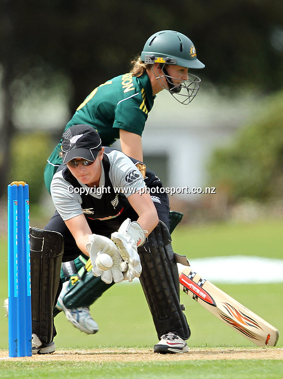 Katey Martin in action for the White Ferns.<br /> Cricket - Rosebowl Series. Twenty20 International - New Zealand White Ferns v Australia, 20 February 2011, Queens Park, Invercargill, New Zealand.<br /> Photo: Rob Jefferies / www.photosport.co.nz