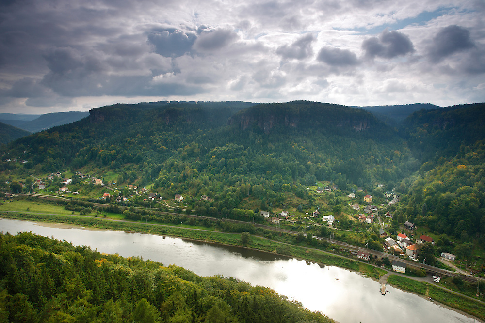 ELBE RIVER. ELBE LANDSCAPE PROTECTED AREA. CESKE SVYCARSKO. CZECH REPUBLIC.