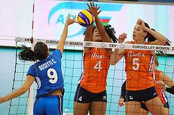 28-09-2017 AZE: CEV European Championship Italie - Nederland, Baku<br /> Nederland wint met 3-0 van Italie en staat in de halve finale / Celeste Plak #4 of Netherlands, Robin de Kruijf #5 of Netherlands