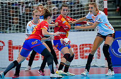 15-12-2019 JAP: Final Netherlands - Spain, Kumamoto<br /> The Netherlands beat Spain in the final and take historic gold in Park Dome at 24th IHF Women's Handball World Championship / Danick Snelder #10 of Netherlands, Ainhoa Hernandez Serrador #44 of Spain, Kelly Dulfer #18 of Netherlands