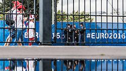 16.06.2016, Stade de France, St. Denis, FRA, UEFA Euro, Frankreich, Deutschland vs Polen, Gruppe C, im Bild Polnische Fans und Polizeieinheiten hinter einem Gartenzaun und dem EURO 2016 Schriftzug // Polish fans and police units behind a fence and infront of the EURO 2016 letters during Group C match between Germany and Poland of the UEFA EURO 2016 France at the Stade de France in St. Denis, France on 2016/06/16. EXPA Pictures © 2016, PhotoCredit: EXPA/ JFK