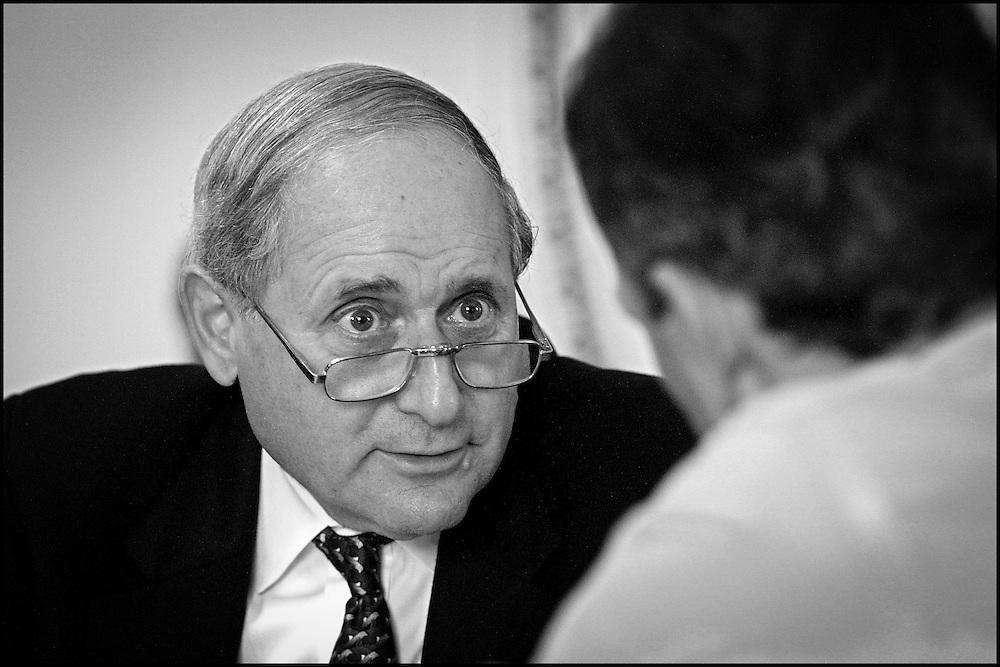 Sen. Levin talks to Sen. Daschle in Daschle's office.  9/19/01..©PF BENTLEY/PFPIX.com