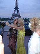 Paris and Nicky Hilton. Atelier Versace show, Theatre National de Chaillot. Paris. © Copyright Photograph by Dafydd Jones 66 Stockwell Park Rd. London SW9 0DA Tel 020 7733 0108 www.dafjones.com