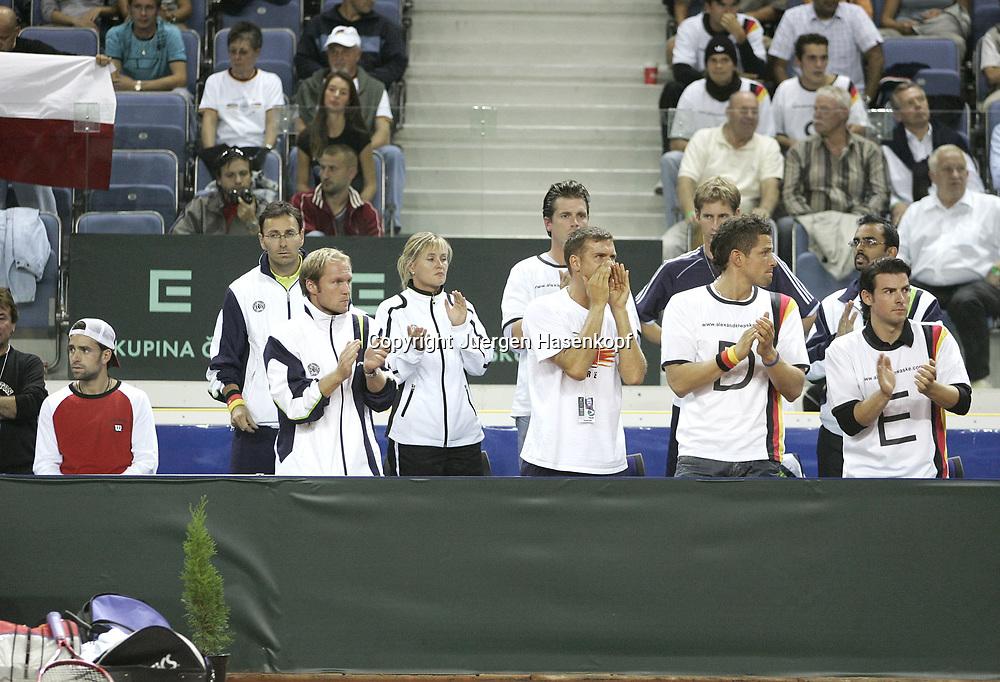 Sport, Tennis, Ausland, Davis Cup Begegnung  Tschechien gegen  Deutschland in der Tipsport Arena in Liberec, Mannschaft unterstuetzt Tommy Haas (GER), 25.09.2005.