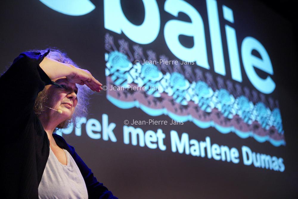 Nederland, Amsterdam , 11 september 2013.<br /> In de Balie.<br /> Een gesprek met kunstenares Marlene Dumas.<br /> Marlene Dumas (Kaapstad, 3 augustus 1953) is een in Zuid-Afrika geboren kunstenares. Zij woont en werkt sinds 1976 in Amsterdam en wordt als een Nederlandse kunstenares beschouwd.<br /> A public conversation with artist Marlene Dumas in cultural center De Balie in Amsterdam.