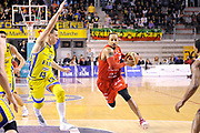 DESCRIZIONE : Ancona Lega A 2011-12 Fabi Shoes Montegranaro EA7 Emporio Armani Milano<br /> GIOCATORE : Ernest Bremer<br /> CATEGORIA : palleggio penetrazione<br /> SQUADRA : EA7 Emporio Armani Milano<br /> EVENTO : Campionato Lega A 2011-2012<br /> GARA : Fabi Shoes Montegranaro EA7 Emporio Armani Milano<br /> DATA : 08/04/2012<br /> SPORT : Pallacanestro<br /> AUTORE : Agenzia Ciamillo-Castoria/C.De Massis<br /> Galleria : Lega Basket A 2011-2012<br /> Fotonotizia : Ancona Lega A 2011-12 Fabi Shoes Montegranaro EA7 Emporio Armani Milano<br /> Predefinita :