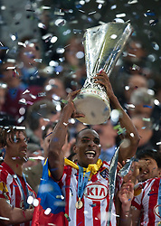 12.05.2010, Hamburg Arena, Hamburg, GER, UEFA Europa League Finale, Atletico Madrid vs Fulham FC im Bild Atletico feiert mit dem Europaleague Pokal bei der Zeremonie, EXPA Pictures © 2010, PhotoCredit: EXPA/ J. Feichter / SPORTIDA PHOTO AGENCY