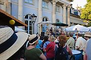 Elbhangfest, Band auf Bühne vor dem Schloss Pillnitz, Dresden, Sachsen, Deutschland.|.Elbhangfest (feast), band on stage, Pillnitz Castle, Dresden, Germany