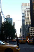 21 NOV 2003, NEW YORK/USA:<br /> Morgendliches Bild mit Taxis und Hochhaeusern, Manhatten, New York<br /> IMAGE: 20031121-02-044<br /> KEYWORDS: Hochhaus