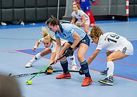 ROTTERDAM - Julia Muller (Laren) met Sosha Benninga (Adam)  dames Amsterdam-Laren  ,hoofdklasse competitie  zaalhockey.   COPYRIGHT  KOEN SUYK