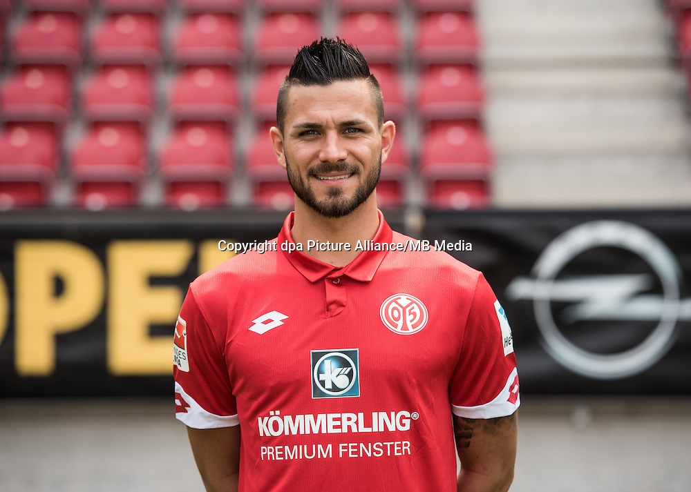 German Bundesliga - Season 2016/17 - Photocall FSV Mainz 05 on 25 July 2016 in Mainz, Germany: Danny Latza (6). Photo: Andreas Arnold/dpa | usage worldwide