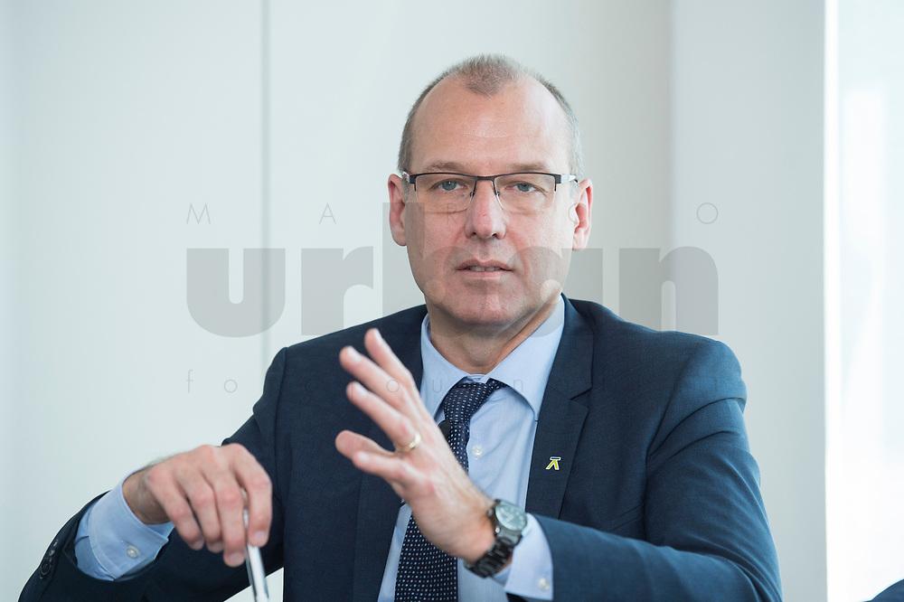 """18 AMY 2017, BERLIN/GERMANY:<br /> Dr. Werner Goetz, Vorsitzender der Geschäftsfuehrung der TransnetBW GmbH, Veranstaltung des Wirtschaftsforums der SPD """"Netzausbaualternativen"""", EnBW Hauptstadtrepräsentanz<br /> IMAGE: 20170518-01-101<br /> KEYWORDS: Werner Götz"""