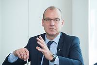 18 AMY 2017, BERLIN/GERMANY:<br /> Dr. Werner Goetz, Vorsitzender der Gesch&auml;ftsfuehrung der TransnetBW GmbH, Veranstaltung des Wirtschaftsforums der SPD &quot;Netzausbaualternativen&quot;, EnBW Hauptstadtrepr&auml;sentanz<br /> IMAGE: 20170518-01-101<br /> KEYWORDS: Werner G&ouml;tz