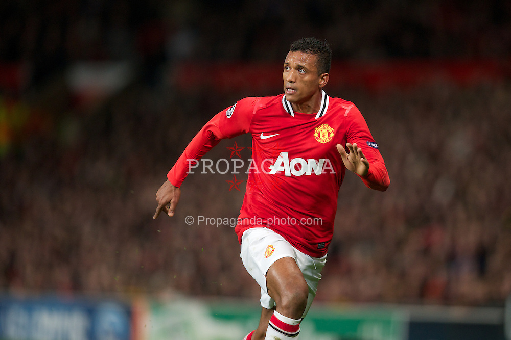 MANCHESTER, ENGLAND - Tuesday, November 22, 2011: Manchester United's Nani in action against SL Benfica during the UEFA Champions League Group C match at Old Trafford. (Pic by David Rawcliffe/Propaganda)