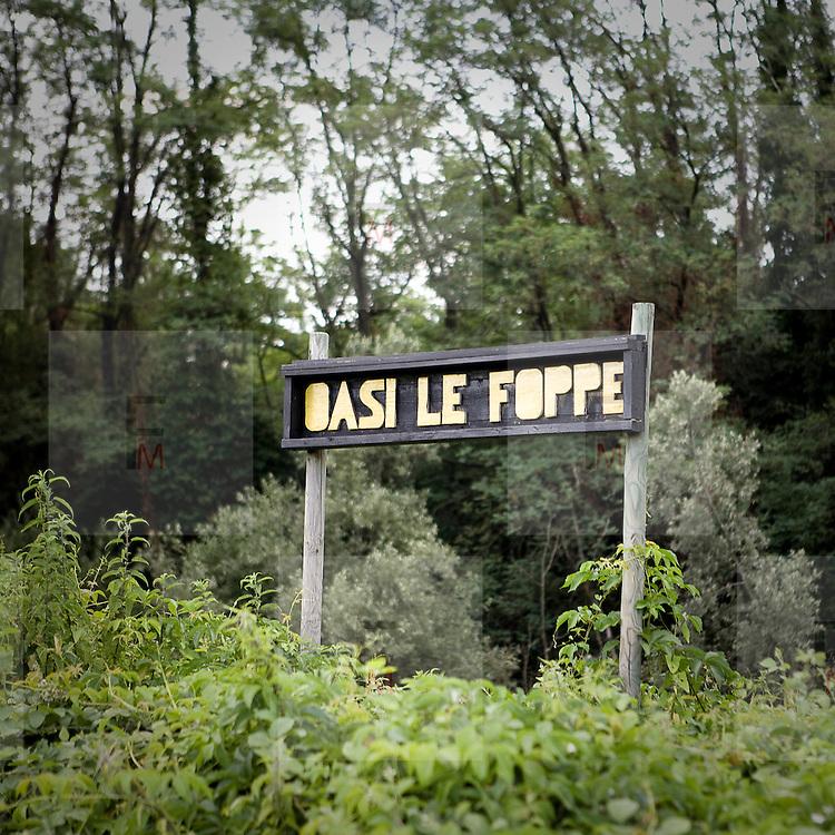 Cartello della riserva Wwf Le Foppe.<br /> <br /> The sign of the Wwf reserve Le Foppe