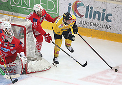 22.04.2019, Albert Schultz Halle, Wien, AUT, EBEL, Vienna Capitals vs EC KAC, Finale, 5. Spiel, im Bild v.l. Lars Haugen (EC KAC), Thomas Hundertpfund (EC KAC) und Peter Schneider (spusu Vienna Capitals) // during the Erste Bank Icehockey 5th final match between Vienna Capitals and EC KAC at the Albert Schultz Halle in Wien, Austria on 2019/04/22. EXPA Pictures © 2019, PhotoCredit: EXPA/ Thomas Haumer