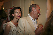 KATE HATCH AND BOB COWAN, The Spectator At Home. Doughty St. 6 July 2006. ONE TIME USE ONLY - DO NOT ARCHIVE  © Copyright Photograph by Dafydd Jones 66 Stockwell Park Rd. London SW9 0DA Tel 020 7733 0108 www.dafjones.com