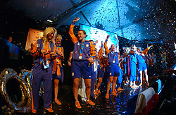 27-08-2004 GRE: Olympic Games day 14, Athens<br /> Hockey finale vrouwen Nederland - Duitsland werd verloren met 1-2 maar in het HHH wisten de vrouwen toch wel een feestje te bouwen / Fatima Moreira de Melo