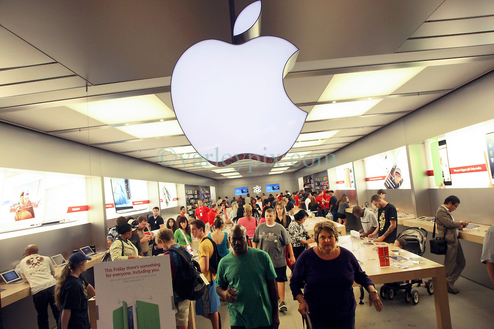 23 November 2012. New Orleans, Louisiana,  USA. <br /> Black Friday. Shoppers descend on discounted iPhones, iPads, computers and accessories at the Apple Store on the traditional post Thanksgiving shopping frenzy.<br /> Photo; Charlie Varley