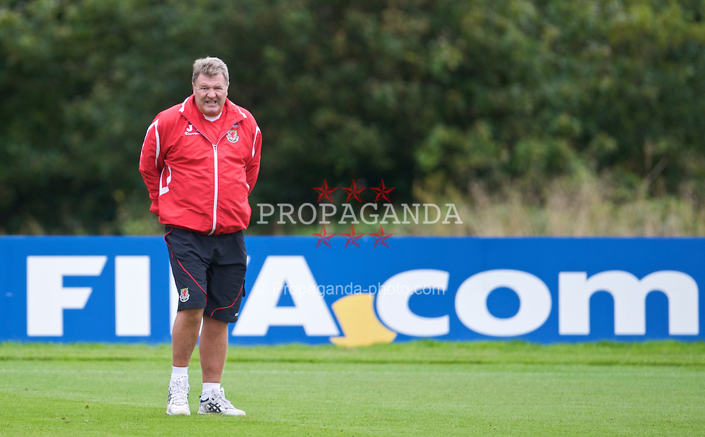 CARDIFF, WALES - Tuesday, September 8, 2009: Wales' manager John Toshack MBE training at the Vale of Glamorgan Hotel ahead of the FIFA World Cup Qualifying Group 3 match against Russia. (Pic by David Rawcliffe/Propaganda)