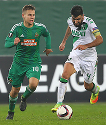 20.10.2016, Weststadion, Wien, AUT, UEFA EL, SK Rapid Wien vs US Sassuolo Calcio, Gruppe F, im Bild Louis Schaub (SK Rapid Wien) und Francesco Magnanelli (US Sassuolo Calcio) // during a UEFA Europa League group F match between SK Rapid Vienna and US Sassuolo Calcio at the Weststadion, Vienna, Austria on 2016/10/20. EXPA Pictures © 2016, PhotoCredit: EXPA/ Thomas Haumer