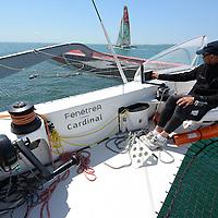 MULTI 50' ENTRAINEMENTS ERWAN LEROUX PREPA ROUTE DU RHUM 2014 Le trimaran de 50 pieds FenêtréA-Cardinal 3 n'est autre que l'ancien Crêpes Whaou ! 3 , l'un des bateaux les plus performants du circuit, initialement aux mains de Franck-Yves Escoffier. Dessiné par les architectes Marc Van Peteghem et Vincent Lauriot-Prévost, construit par le chantier CDK, il a été mis à l'eau en août 2009 et racheté en 2011 par FenêtréA-Cardinal. Désormais entre les mains d'Erwan Le Roux depuis janvier 2012, ce trimaran est considéré comme l'un des plus compétitif de la classe Multi50 et son barreur, l'un des ténors du circuit. II ne cesse de truster les podiums et les victoires