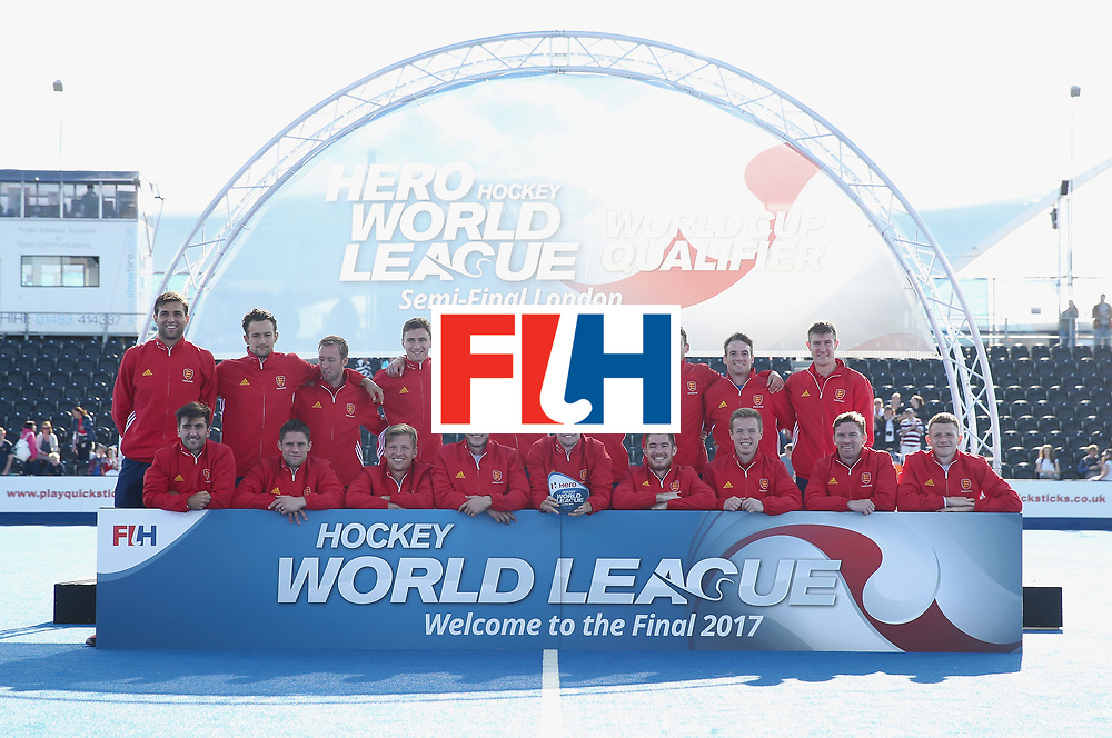 LONDON, ENGLAND - JUNE 25:  England players pose with their third place trophy after the final match between Argentina and the Netherlands on day nine of the Hero Hockey World League Semi-Final at Lee Valley Hockey and Tennis Centre on June 25, 2017 in London, England.  (Photo by Alex Morton/Getty Images)