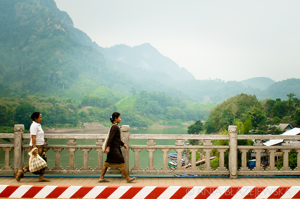 Laos, Nong Khiaw. Women on the bridge crossing Nam Ou.