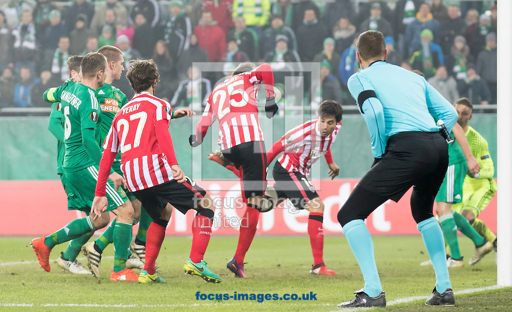 E.Saborit Teixidor (25) of Athletic Bilbao equalises during the UEFA Europa League match at Allianz Stadion, Vienna<br /> Picture by EXPA Pictures/Focus Images Ltd 07814482222<br /> 08/12/2016<br /> *** UK &amp; IRELAND ONLY ***<br /> <br /> EXPA-PUC-161208-0247.jpg