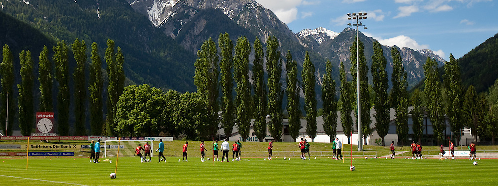 21.05.2010, Dolomitenstadion, Lienz, AUT, WM Vorbereitung, Kamerun Training im Bild Feature Training im Dolomitenstadion, EXPA Pictures © 2010, PhotoCredit: EXPA/ J. Feichter / SPORTIDA PHOTO AGENCY