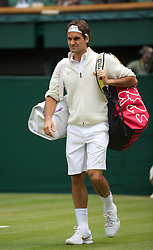 LONDON, ENGLAND - Wednesday, June 30, 2010: Roger Federer (SUI) walks onto Centre Court wearing a jumper before the Gentlemen's Singles Quarter-Final on day nine of the Wimbledon Lawn Tennis Championships at the All England Lawn Tennis and Croquet Club. (Pic by David Rawcliffe/Propaganda)